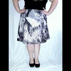 Dresses & Skirts - POSH UNICORN A Line Feather Pattern Skirt Size 22